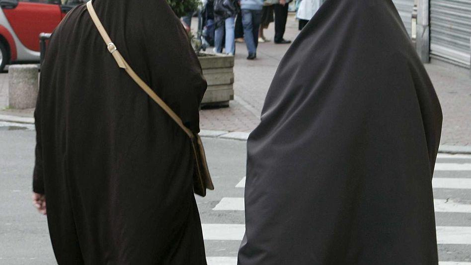 Jahrelange Debatte: In den Niederlanden ist die Verschleierung unter anderem in Ämtern nun verboten (Archivbild)