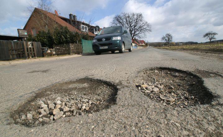 Straßenschäden in Thüringen: Klamme Gemeinden verkaufen Schlaglöcher an Sponsoren
