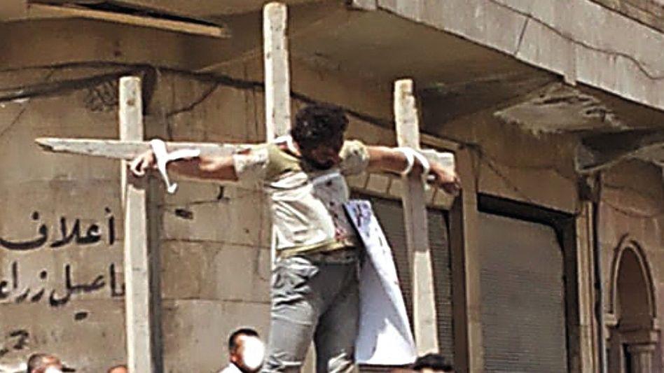 Aufnahmen von Sabine S. aus Syrien: Kreuzigung auf offener Straße