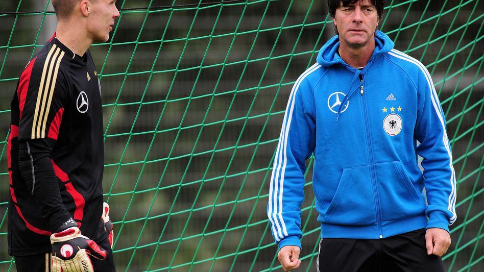 Torhüter Enke (l.), Bundestrainer Löw: Kein Einsatz in Russland
