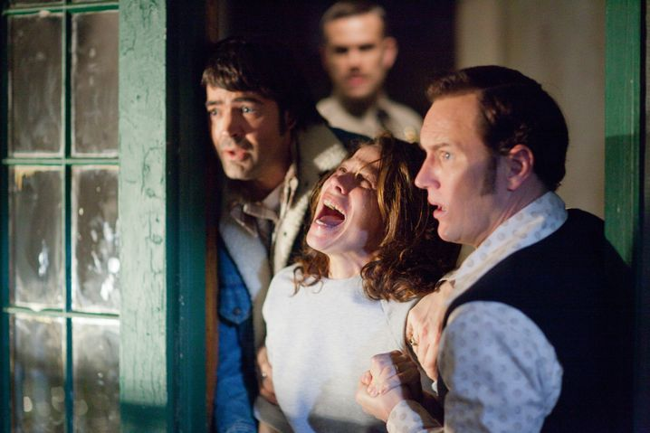 "Von links: Ron Livingstone, Lill Taylor, Patrick Wilson und John Brotherton in ""The Conjuring"""