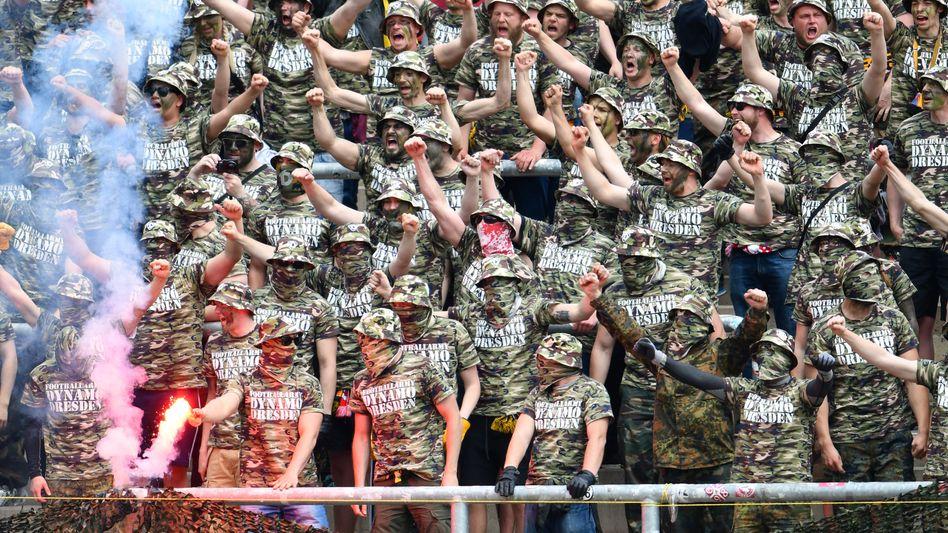 Dresden-Fans am 14. Mai in Karlsruhe