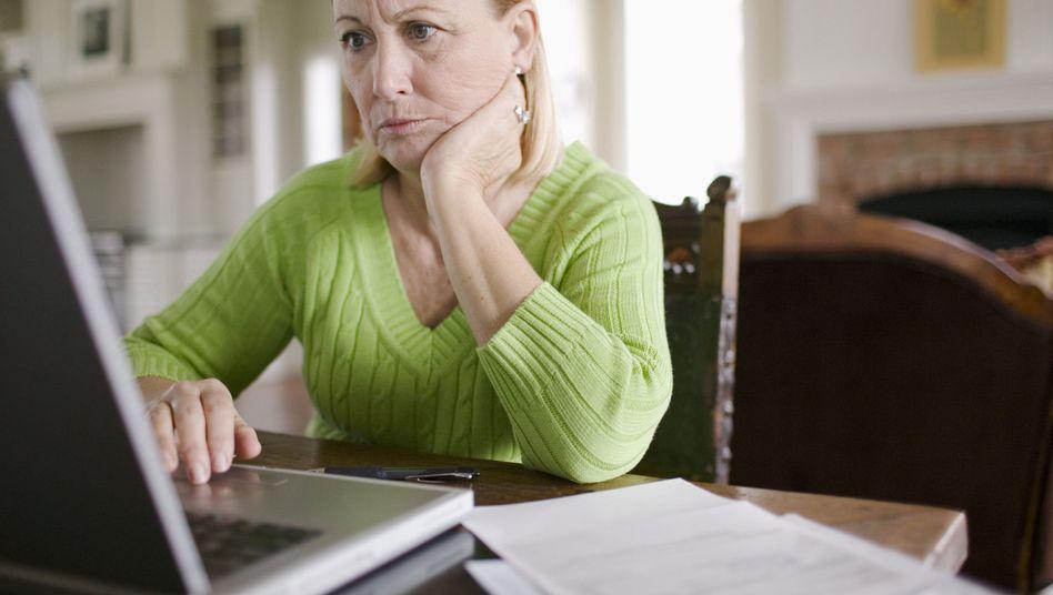 Hilfe am Laptop: Austausch via Internet mit anderen Betroffenen und Beratern