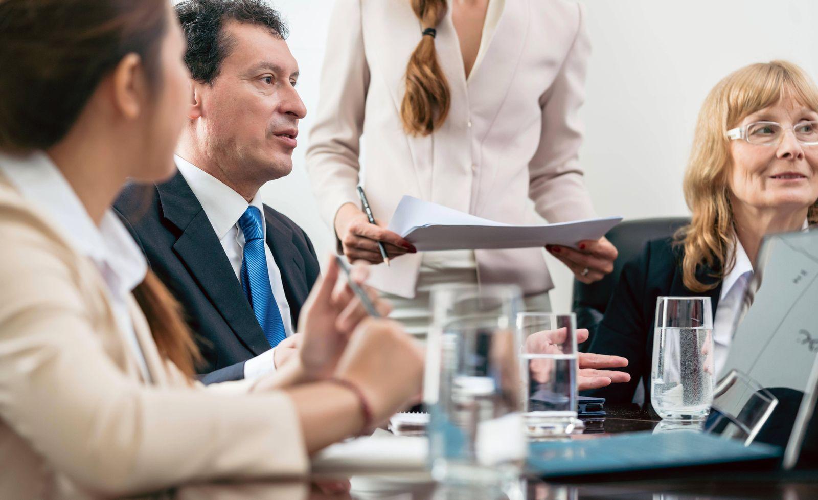 EINMALIGE VERWENDUNG Frauen/ Führungspositionen