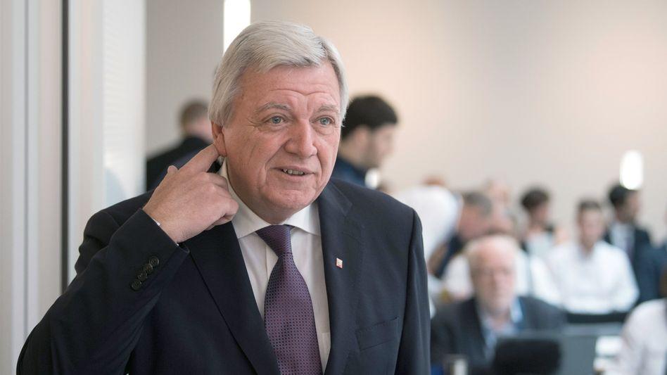 Der hessische Ministerpräsident Volker Bouffier beim NSU-Untersuchungsausschuss im hessischen Landtag