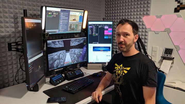 Peter ist als YouTuber bekannt geworden. Unter dem Namen DebitorLP streamt er seit zehn Jahren auch auf Twitch.