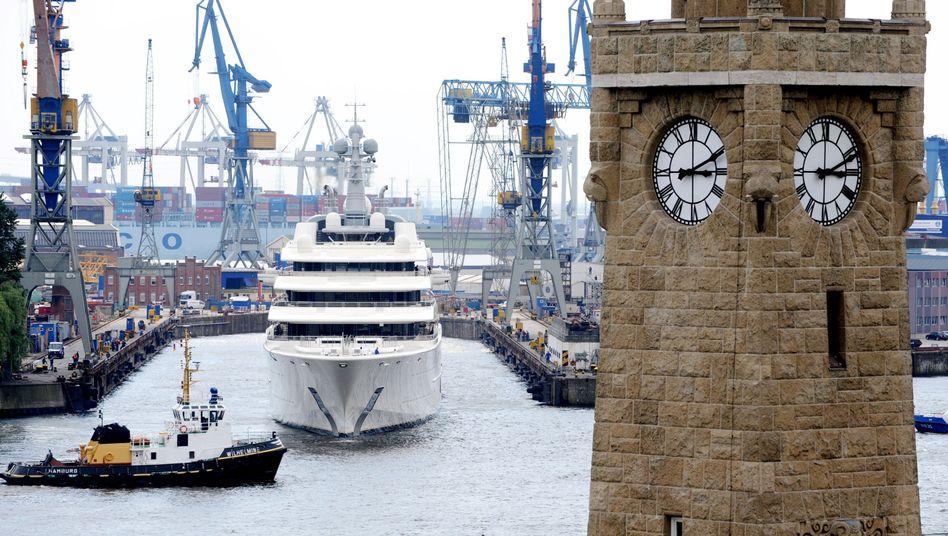 Mega-Yacht in Hamburg: Ein Prozent der deutschen Kinder dürfte in den kommenden Jahrzehnten ein Viertel des Vermögens erben - und wird darauf kaum Steuern zahlen