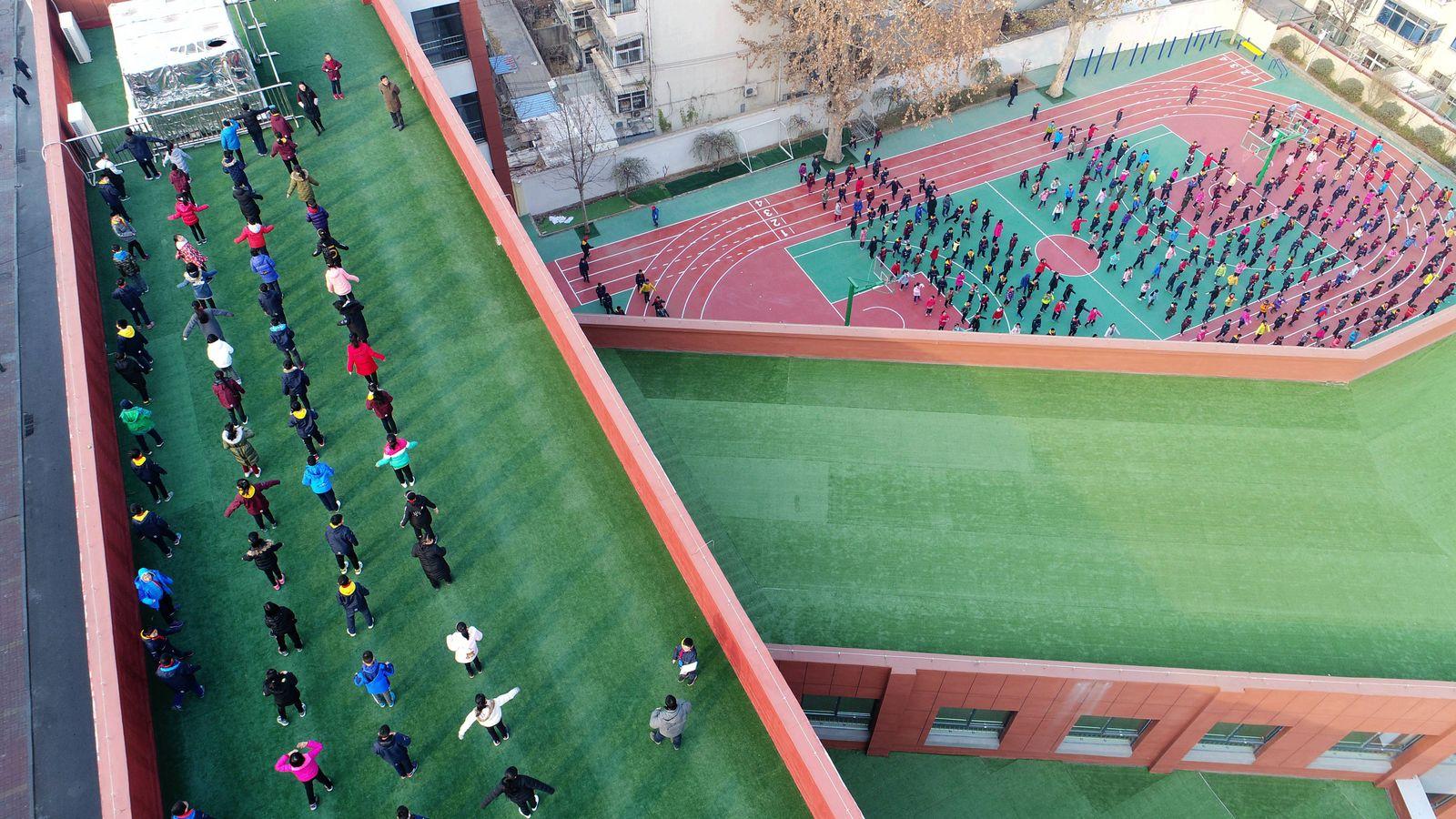 EINMALIGE VERWENDUNG China/ Schulsystem/ Schulhof