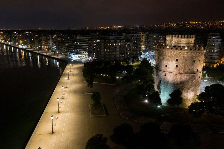 Sonst voller Leben: die verlassene Hafenpromenade von Thessaloniki