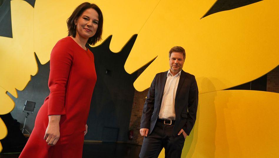 Kennen Sie diese Frau und diesen Mann? Die beiden Grünen-Vorsitzenden Robert Habeck und Annalena Baerbock sind vielen Jugendlichen unbekannt
