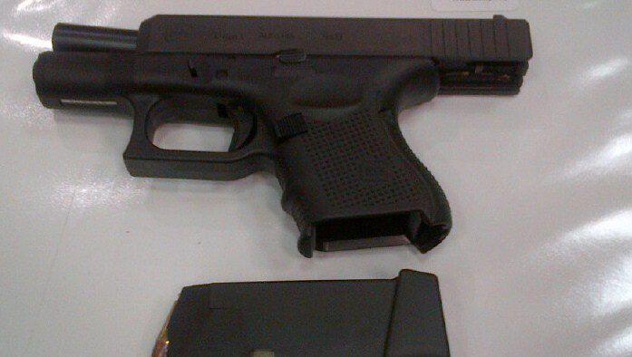 Geladene Waffe, die in Atlanta im Handgepäck eines Reisenden gefunden wurde (Archivbild)