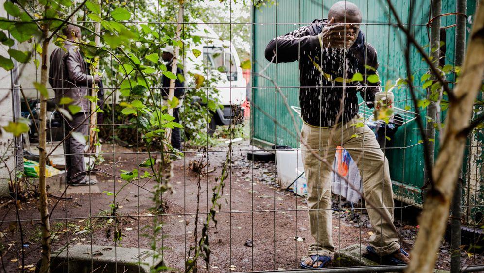 Photo Gallery: Hamburg Refugee Crisis Heats Up