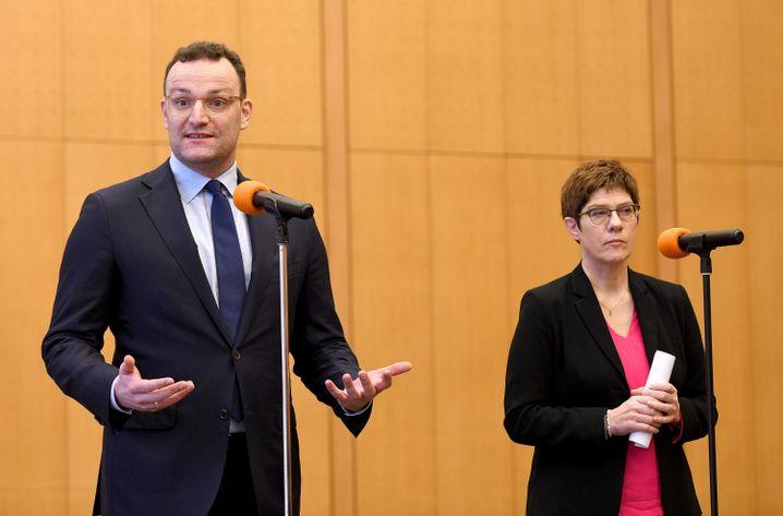 Spontane Pressekonferenz in Bonn: Gesundheitsminister Spahn und Verteidigungsministerin Kramp-Karrenbauer