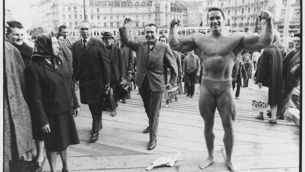 Unterwegs mit Schwarzenegger: Nackert in München