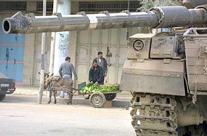 Israelischer Panzer in Nablus: Kampf gegen die Besatzung
