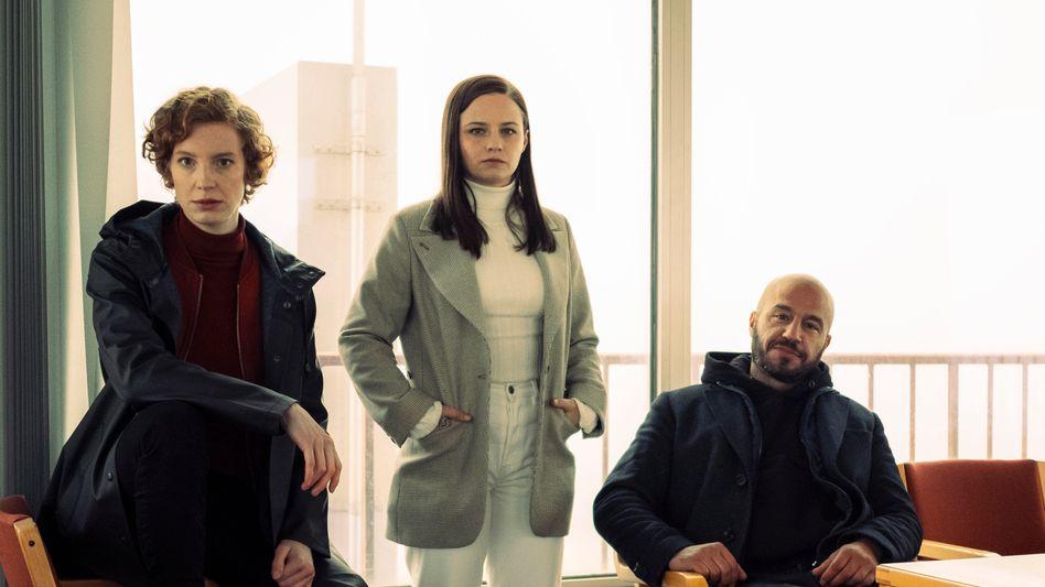 Linda Selb (Luise Wolfram, l.), Liv Moormann (Jasna Fritzi Bauer) und Mads Andersen (Dar Salim): Guten Tag, wir sind die Neuen