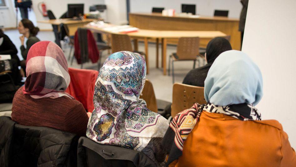 Frauen mit Kopftüchern im Berliner Arbeitsgericht (Archivbild)