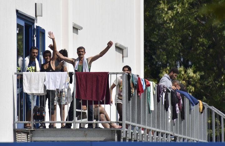 Bewohner der Unterkunft in Heidenau: Angst in der neuen Bleibe