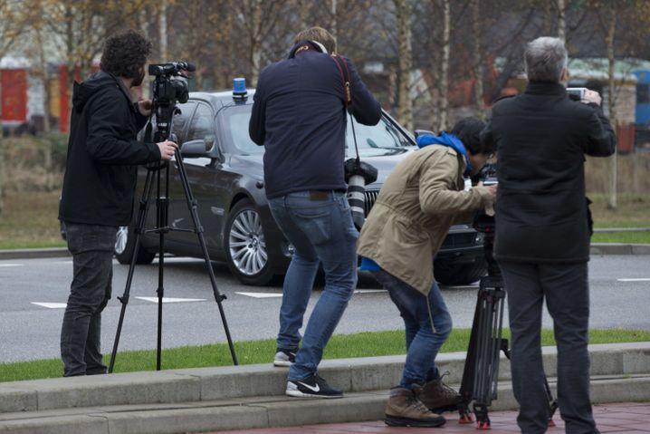 Fotografen dokumentieren Wilders Ankunft bei Gericht