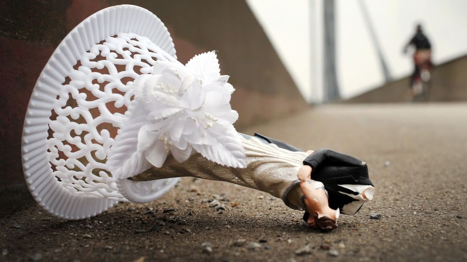 Reste einer Hochzeitsdeko: 2014 gingen mehr als 160.000 Ehen in die Brüche