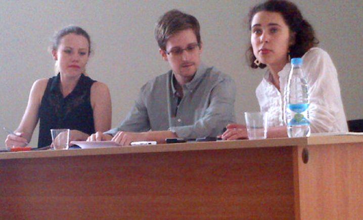 Snowden mit Harrison von WikiLeaks und Lokschina von Human Rights Watch