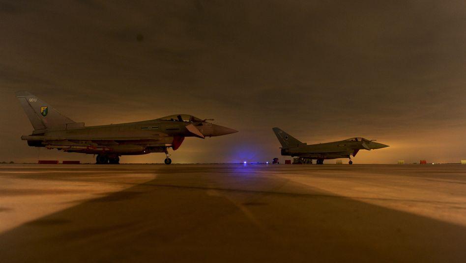 Britische Kampfflugzeuge: Gaddafis Luftwaffe ist größtenteils zerstört