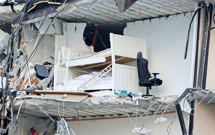 Trümmer des zerstörten Gebäudes