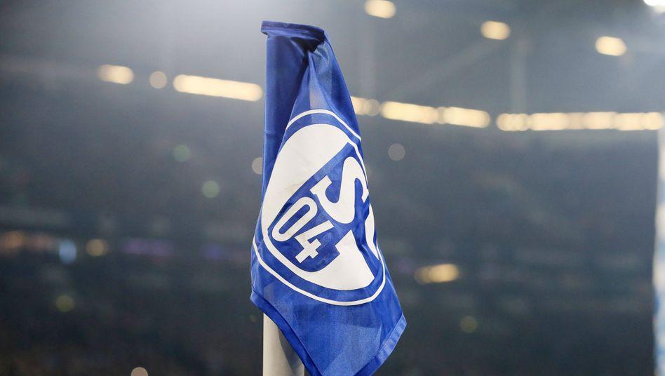 Die Fahne von Schalke 04 weht künftig auch im Fußball der Frauen