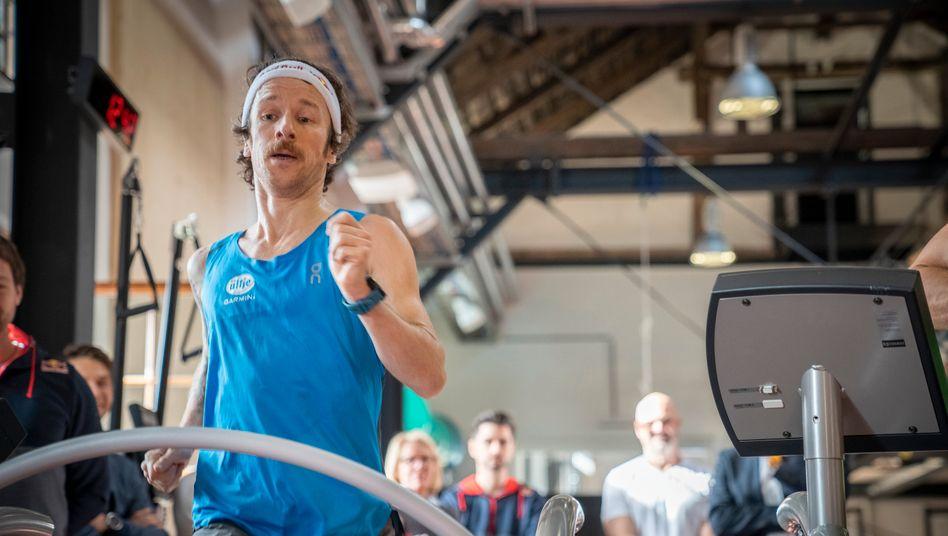 """Extremsportler Neuschwander rennt Laufband-Rekord: """"Die rechte Pobacke tut noch weh"""""""