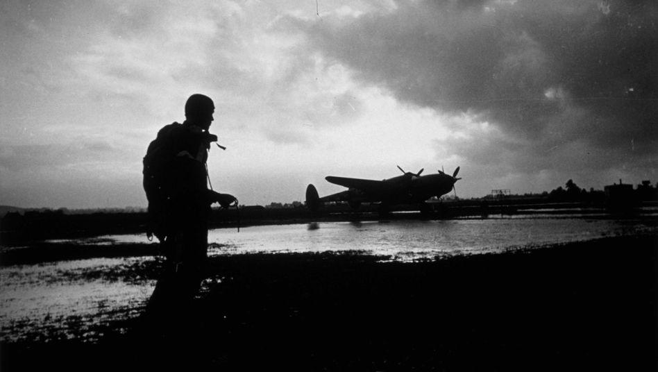 Nicht alle kehrten heim: Einer der Piloten von Aufklärungsflugzeugen, die über Deutschland flogen, um die Angriffspläne der Amerikaner vorzubereiten