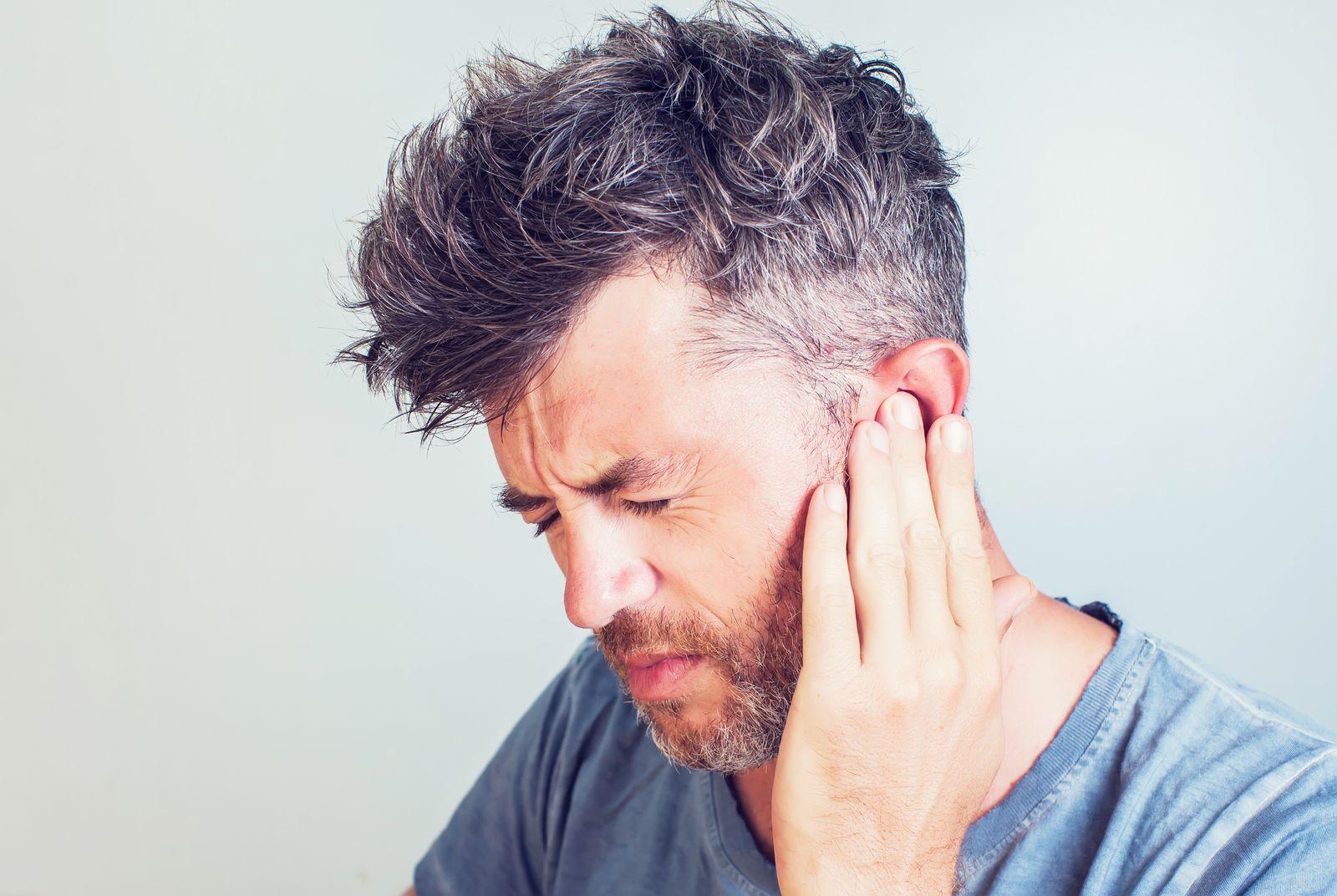 EINMALIGE VERWENDUNG Ohrenschmerzen/ Mann