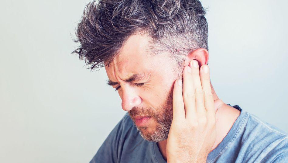 Hörprobleme können ein Hinweis auf eine chronische Ohrentzündung sein