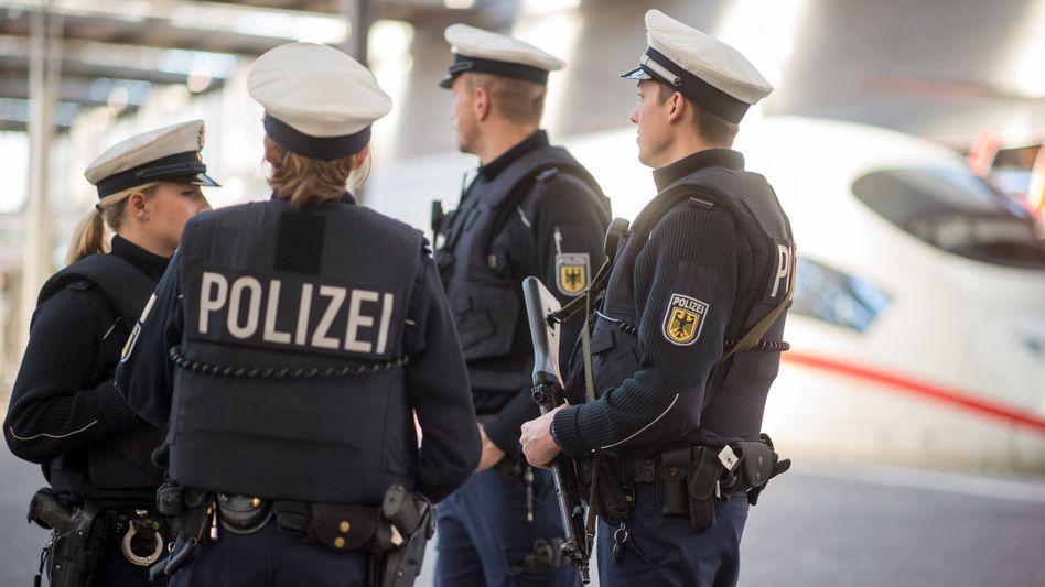 Polizisten der Bundespolizei (in München): 3000 zusätzliche Stellen