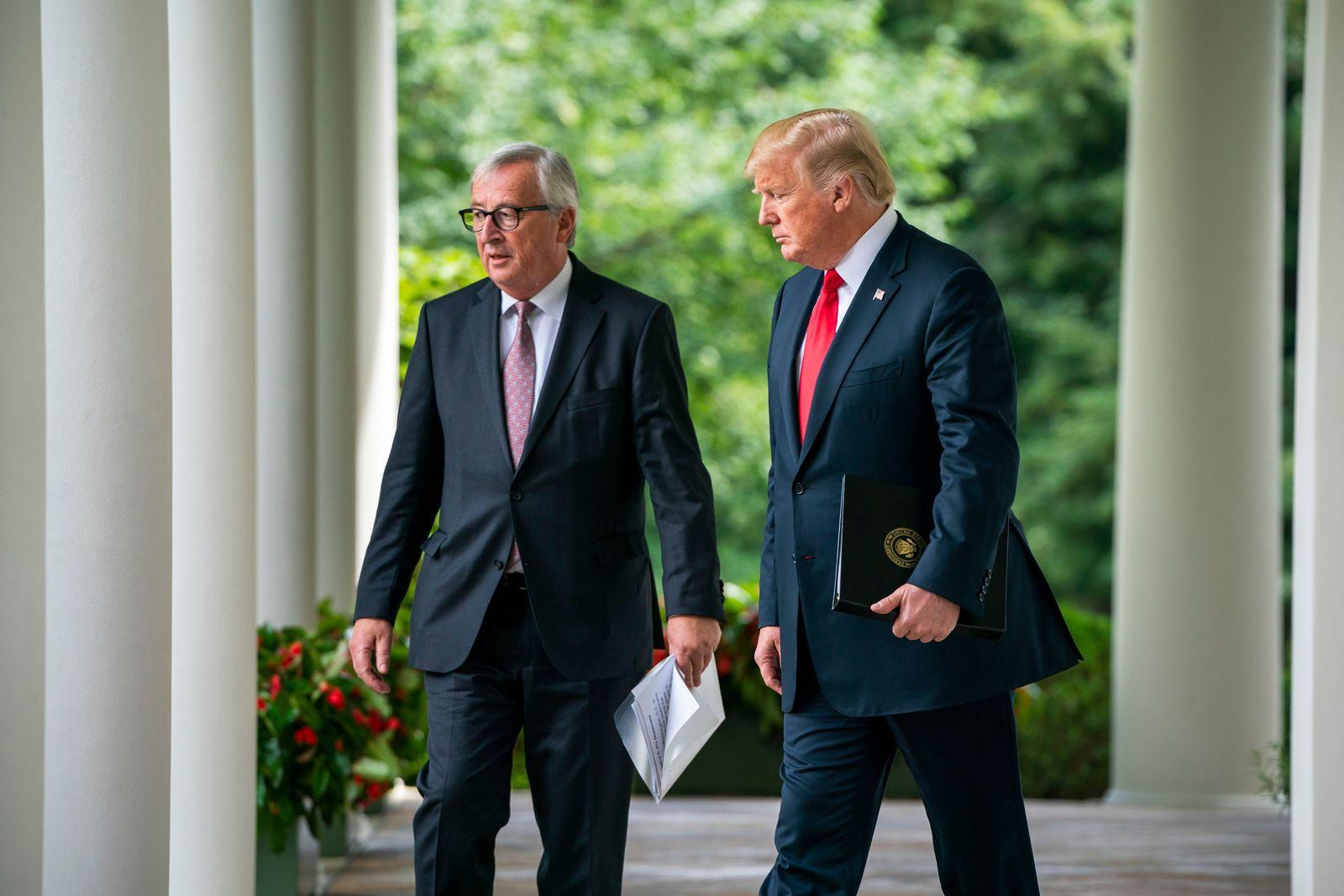 EINMALIGE VERWENDUNG SPIN DER SPIEGEL 31/2018 S. 29 Trump Juncker
