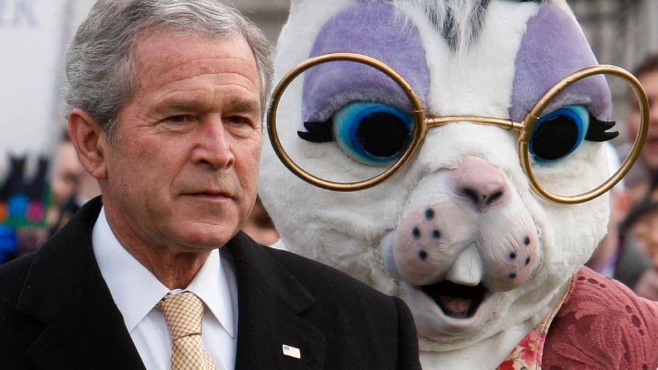 George W. Bush mit Osterhase (2008)
