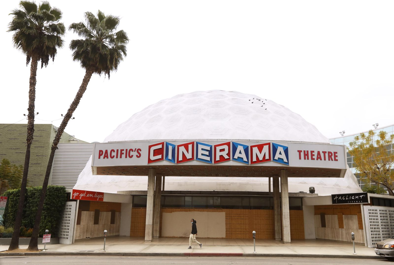 Hollywood theaters set to close
