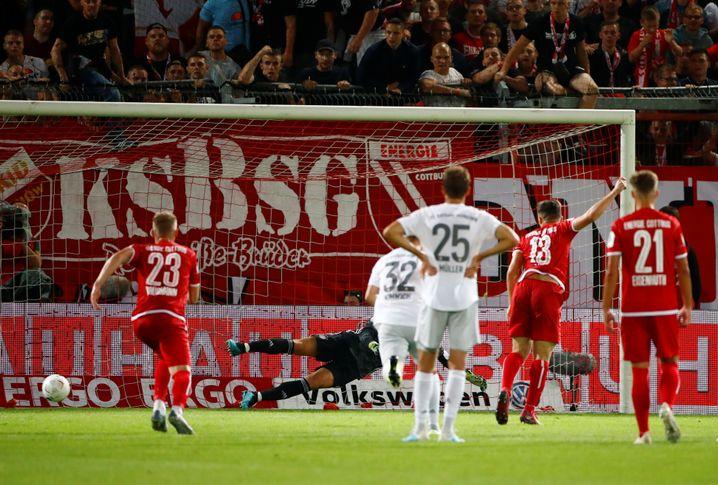 Berkan Taz trifft vom Punkt gegen Manuel Neuer