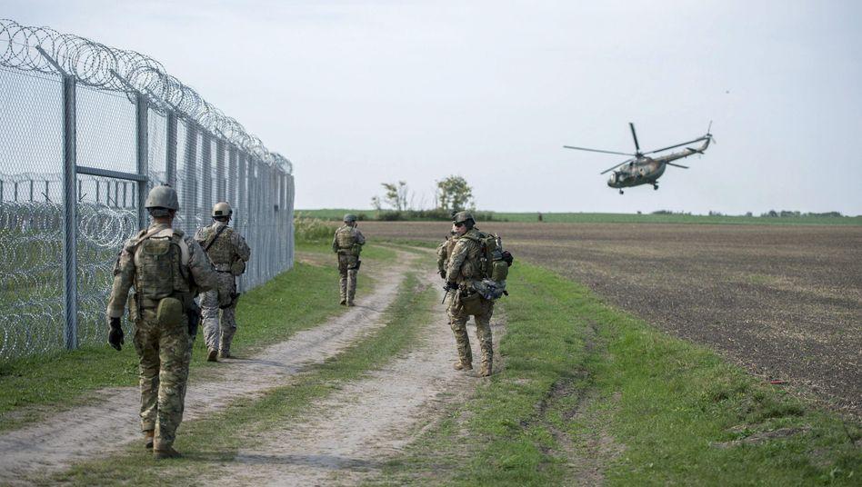 Soldaten an Ungarns Grenze (Archivbild)