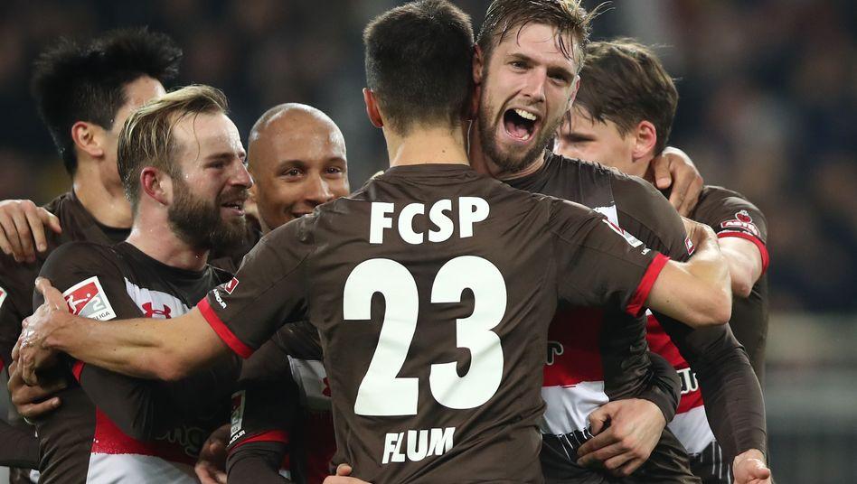 Jubelnde Sankt-Pauli-Spieler