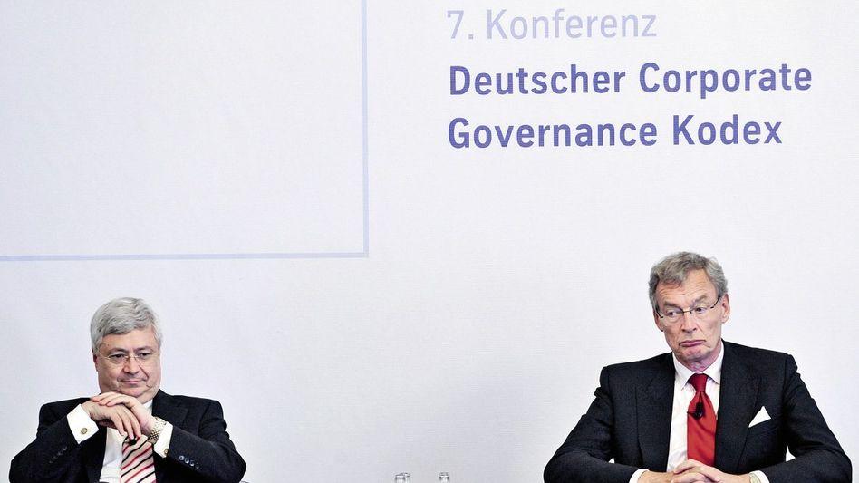 Kommissionschef Cromme (r.), Nachfolger Müller 2008: Als Papiertiger geschmäht