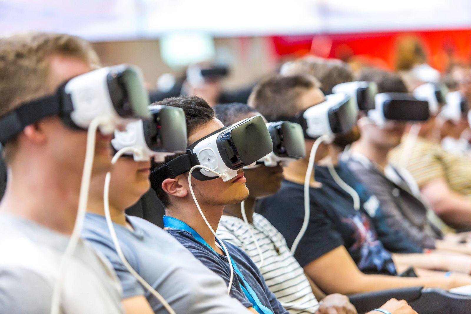 Computer Spiele Messe Gamescom 2016 in Köln Virtual reality Computerspiele werden lebendig erlebt