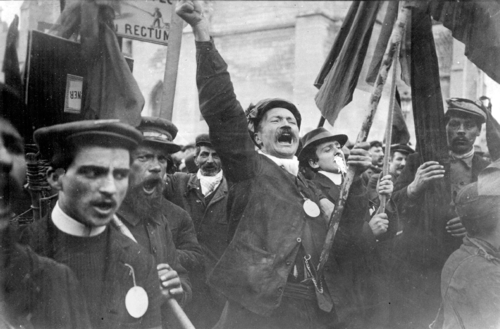Uprising in the Champagne region, France, strikes and workers' riots (1911)
