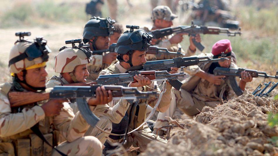 Irakische Soldaten im Kampf gegen den IS: Die USA wollen mehr Ausbilder schicken