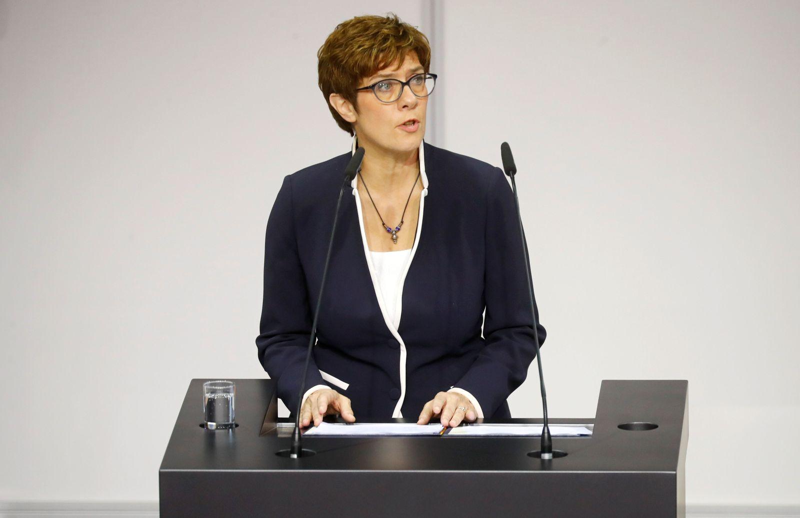 Annegret Kramp-Karrenbauer/ Vereidigung