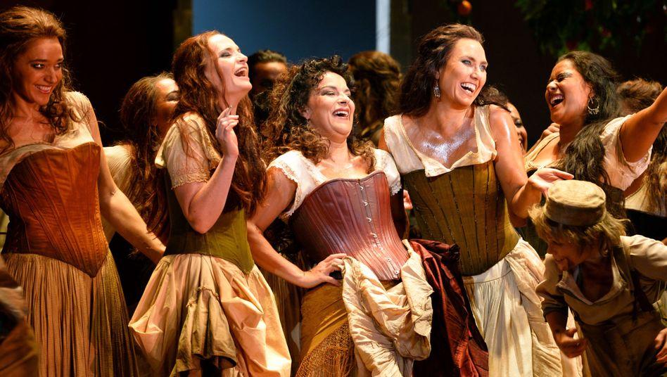 """Schlecht für die Stimme, gut für die Authentizität: Proben zu """"Carmen"""" im Sydney Opera House mit Zigarette"""