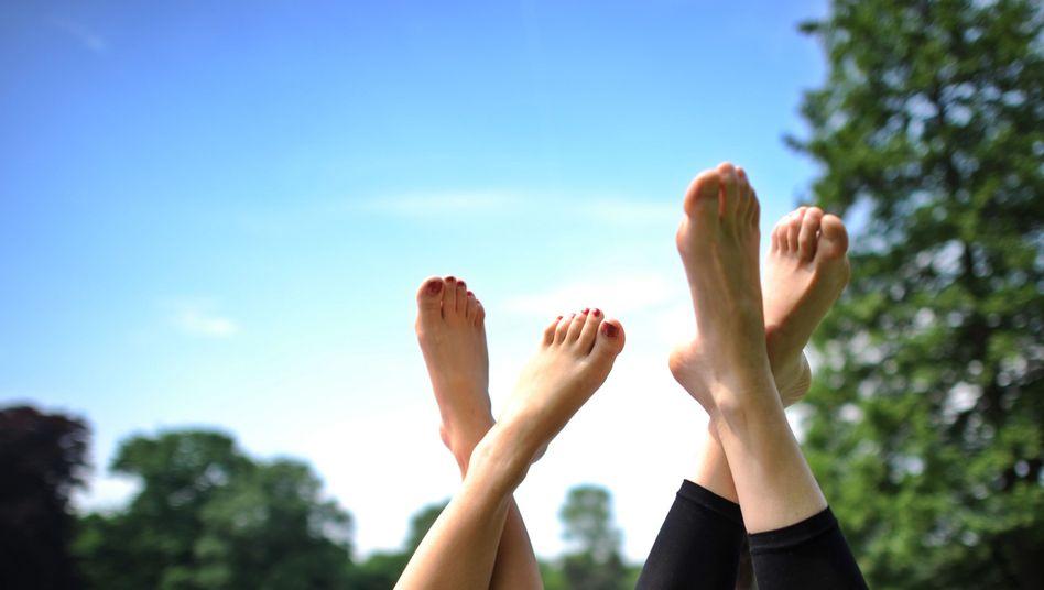 Schöne Füße: Im Sommer wird die am tiefsten liegende Problemzone sichtbar