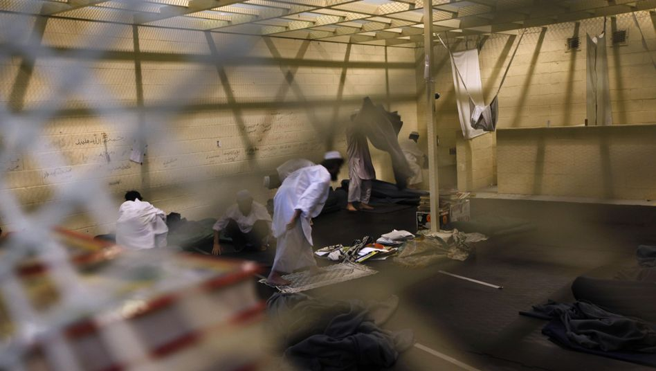 Afghanische Gefangene in Unterbringungslager nahe der US-Basis Bagram (Archiv): Kriegsverbrechen gegen Zivilisten nicht aufgedeckt