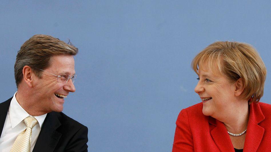Angela Merkel, Guido Westerwelle: Gut gelaunt trotz Sparpaket