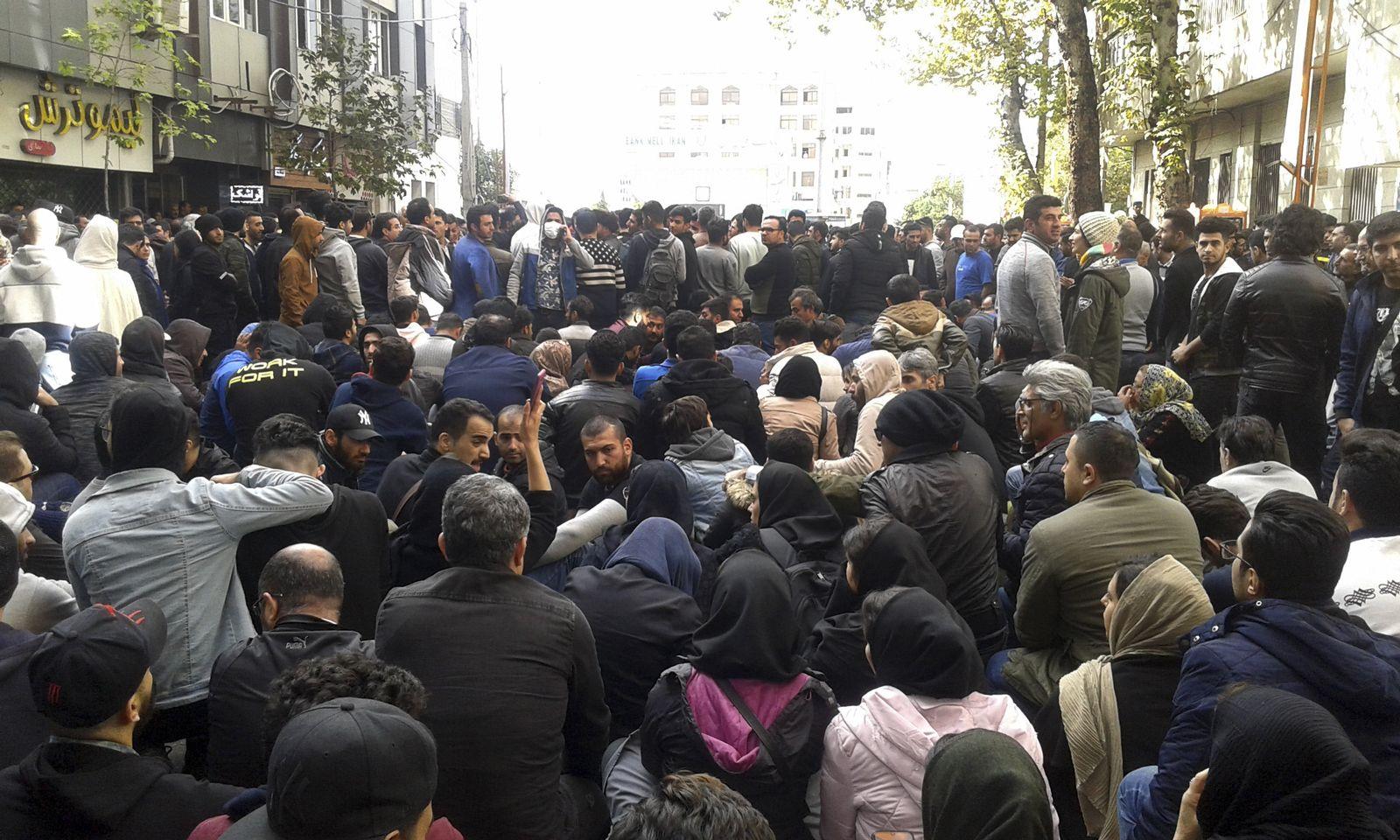 Breite Proteste im Iran gegen Benzinrationierung
