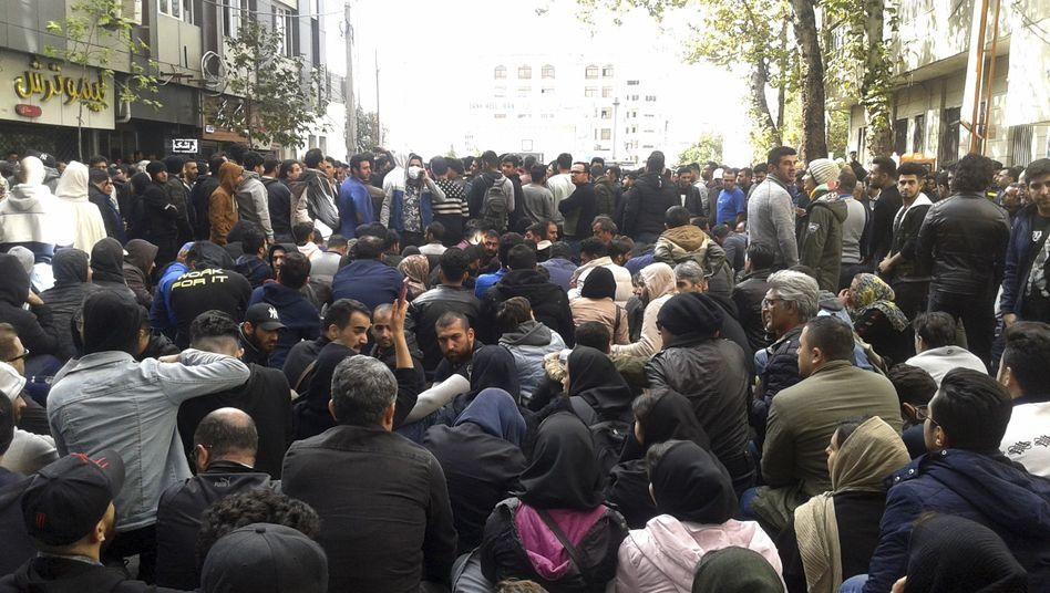 Proteste in Sari gegen die Benzinpreiserhöhung in Iran